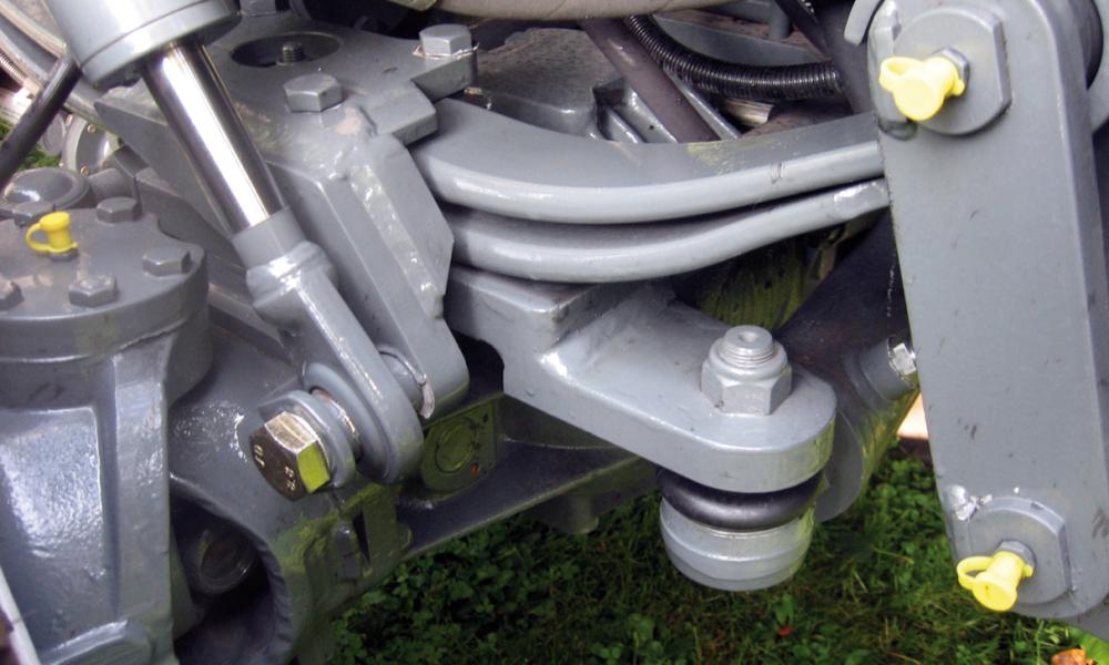 Friedhofsbagger APZ 531 Parabelfedern mit zusätzlicher hydraulischer Federsperre