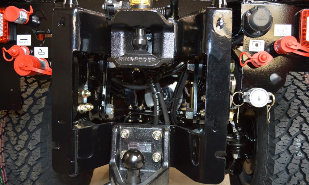 Schmalspurfahrzeug APZ 1003 Schwere Anbautraverse zur Aufnahme von Heckanbaugeräten