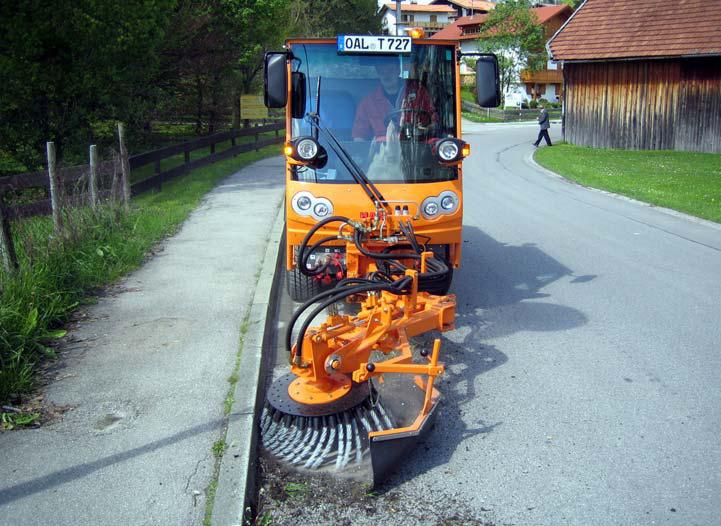 Kommunalfahrzeug APZ 1003 Wildkrautbürste