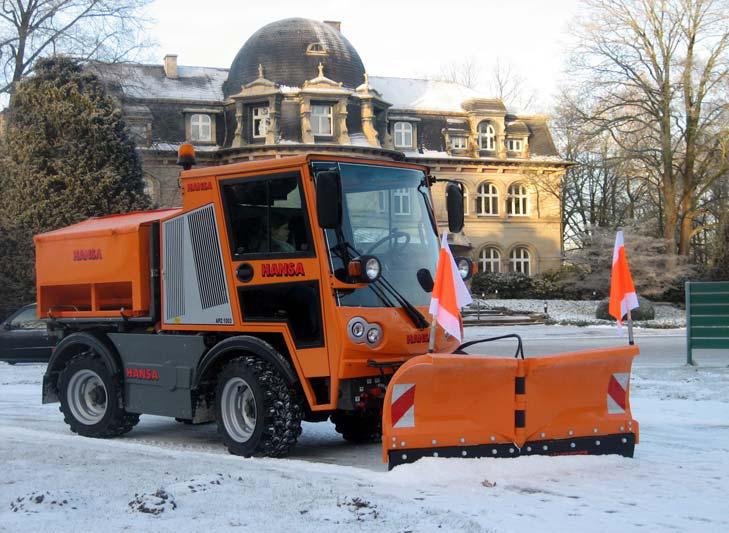 Winterdienstfahrzeug APZ 1003 Vario-Drehklappen-Schneepflug und Flachsilo-Streuautomat 1 m³